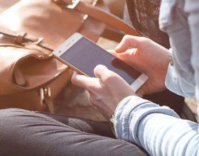 Il ministero sta studiando il modo di inserire il cellulare tra i materiali scolastici? Tu cosa ne pensi?
